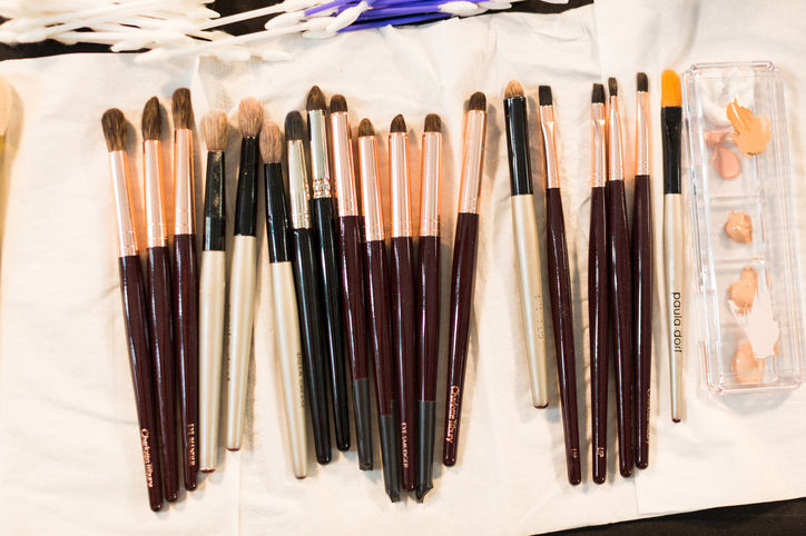 04-makeup-tips-brushes-w724