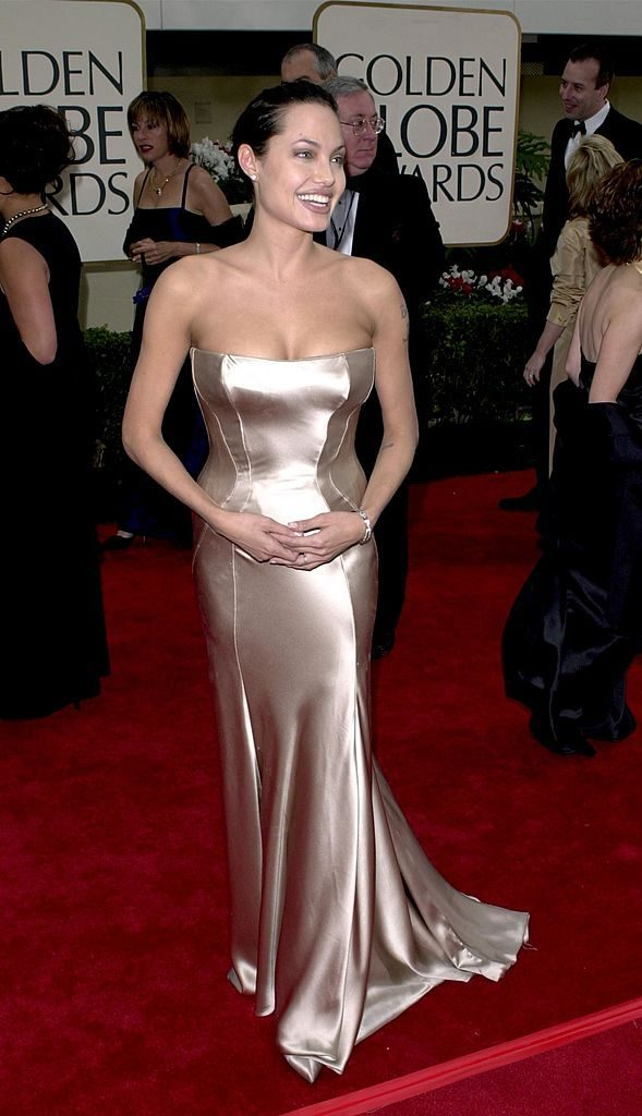 384517 04: Actress Angelina Jolie arrives at the 58th annual Golden Globes January 21, 2001 at the Beverly Hilton Hotel in Beverly Hills, CA. (Photo by Newsmakers)
