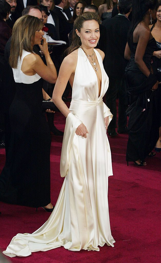 HOLLYWOOD, CA - FEBRUARY 29: Actress Angelina Jolie attends the 76th Annual Academy Awards at the Kodak Theater on February 29, 2004 in Hollywood, California. (Photo by Frazer Harrison/Getty Images)