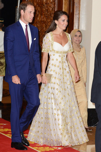 KUALA LUMPUR, MALAYSIA - SEPTEMBER 13: Prince William, Duke of Cambridge (L) and Catherine, Duchess of Cambridge (C) attend an official dinner hosted by Malaysia's Head of State Sultan Abdul Halim Mu'adzam Shah of Kedah on Day 3 of Prince William, Duke of Cambridge and Catherine, Duchess of Cambridge's Diamond Jubilee Tour of South East Asia at the Istana Negara on September 13, 2012 in Kuala Lumpur, Malaysia. Prince William, Duke of Cambridge and Catherine, Duchess of Cambridge are on a Diamond Jubilee Tour of South East Asia and the South Pacific taking in Singapore, Malaysia, Solomon Islands and Tuvalu.(Photo by Mark Large - Pool/Getty Images)